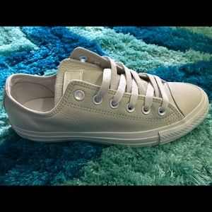 Converse Shoes - Size 8 Converse All Stars